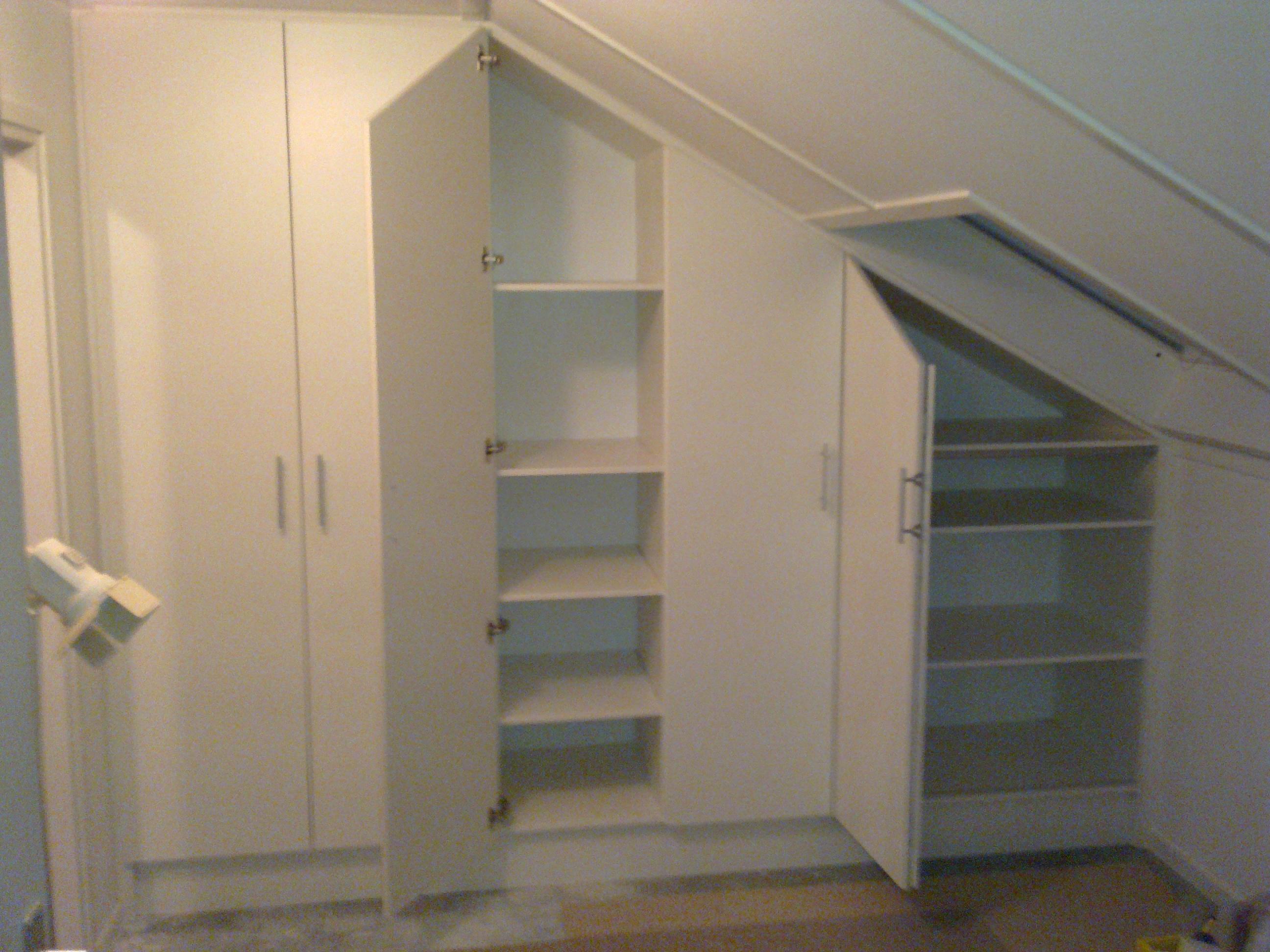 Inbouwkast op de zolder meubelmakerij mark - Maak een mezzanine op de zolder ...