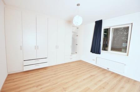 Slaapkamer Met Kledingkast : Inbouw kledingkast op de slaapkamer · meubelmakerij mark